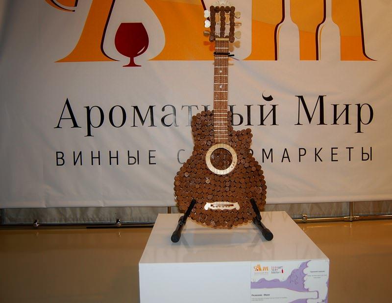 гитара из пробок