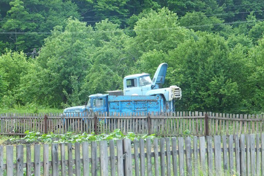 грузовики в поселке