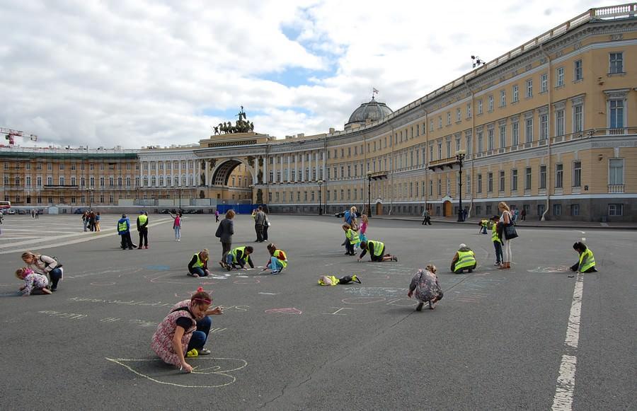 дети на дворцовой площади