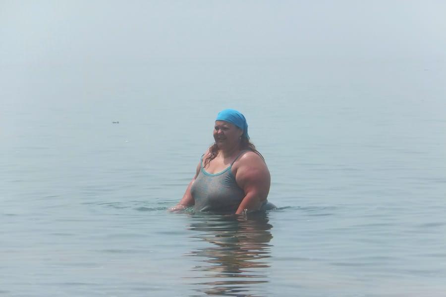 большая тетя в море