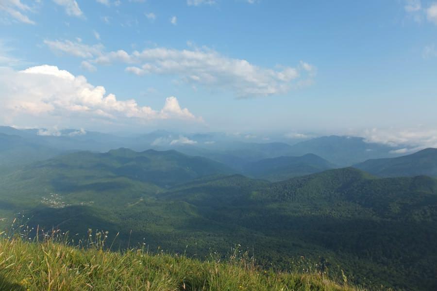 вид с горы пеус