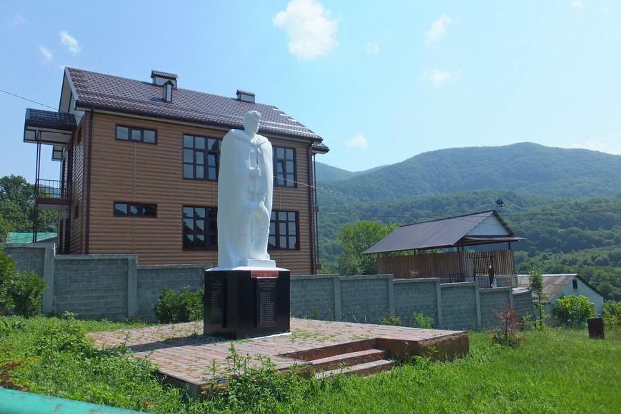 памятник солдатам вов наджиго