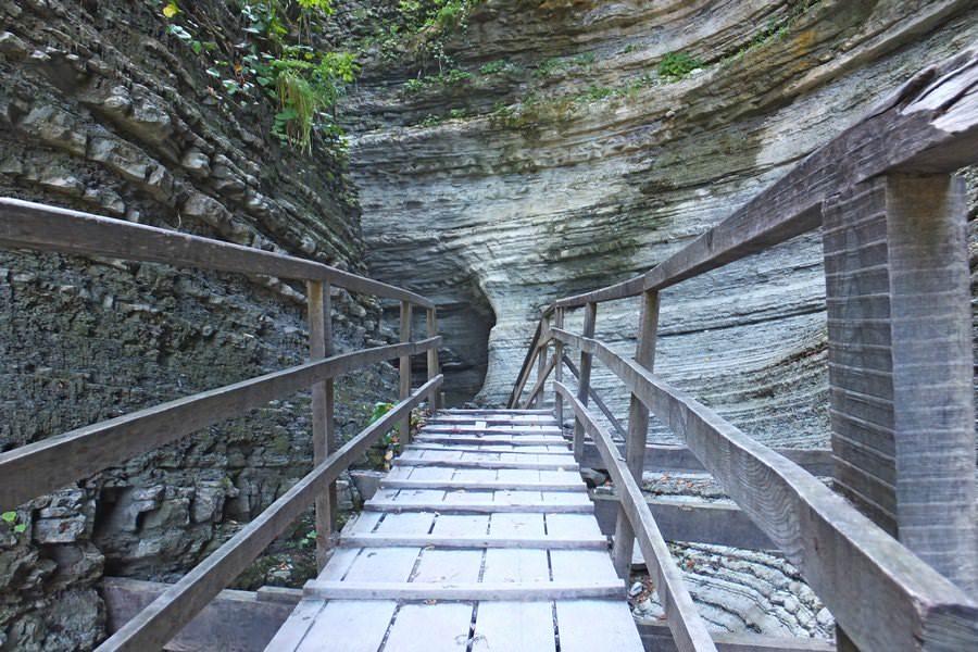 лестница к водопадам